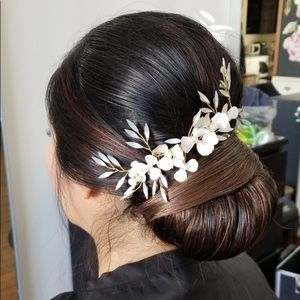 Delicate Gold and White Bridal Comb with Pearls
